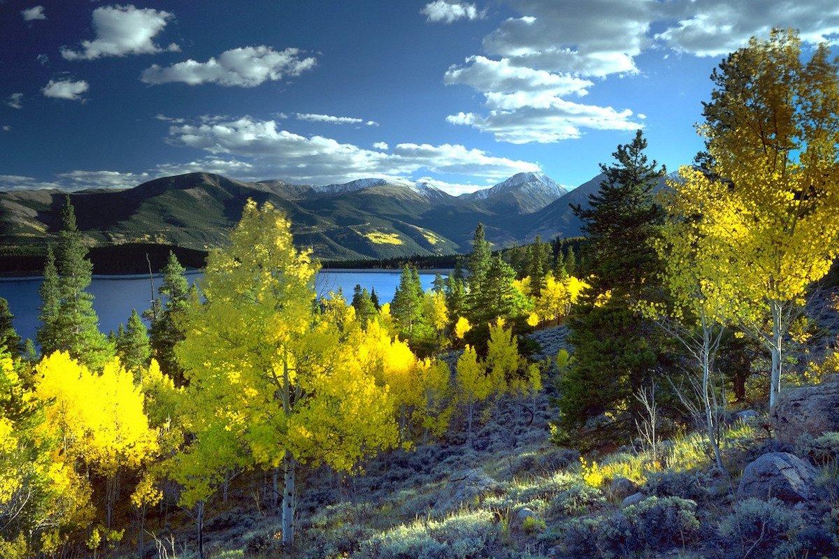 Twin Lakes Hiking Trail Colorado