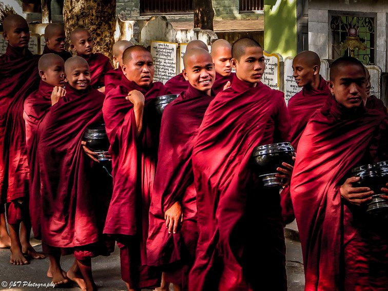 Myanmar Amarapura breakfast monks