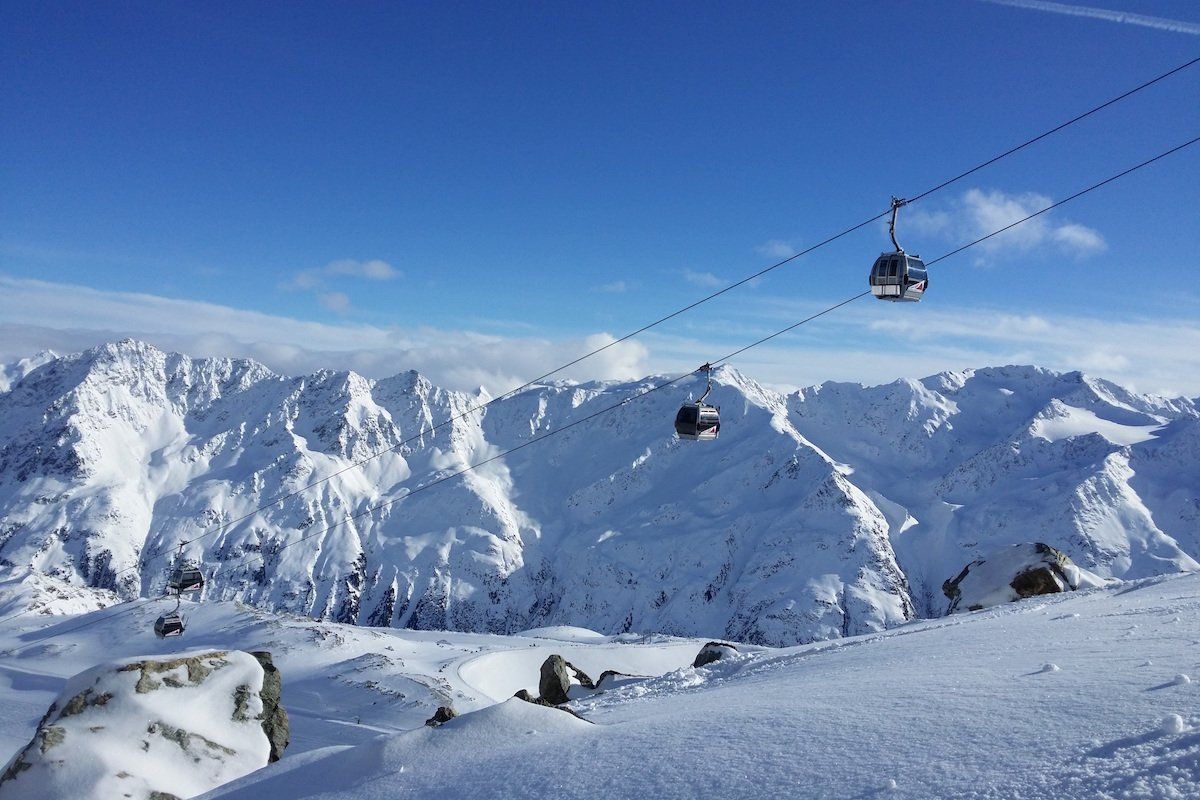 Top 5 Ways to Save Money on a Ski Vacation