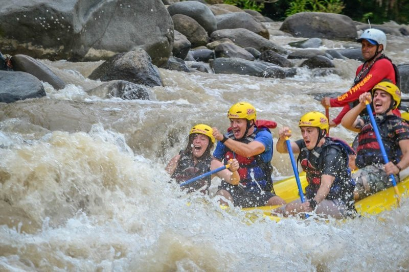 Whitewater rafting in Costa Rica Adventure